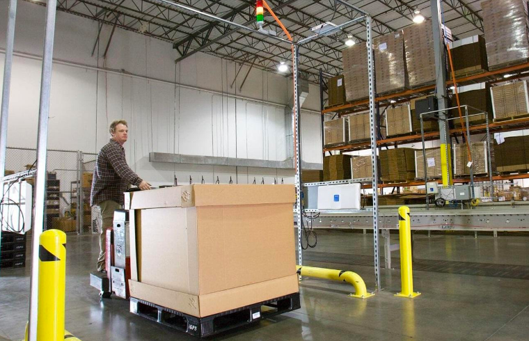 How Plastic Pallets Increase Pallet Handling Safety
