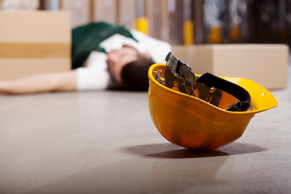 При несоблюдении правил безопасности складских стеллажей могут произойти несчастные случаи.