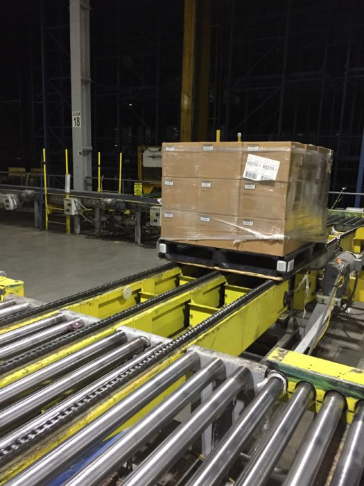 Plastic pallet used with automated conveyor system