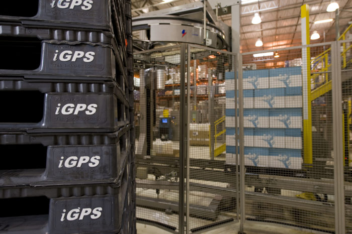 Plastic pallets with RFID tags enable traceability.