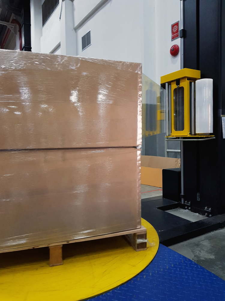 Automatic pallet wrapper safety practices include a clean workspace around the machine.